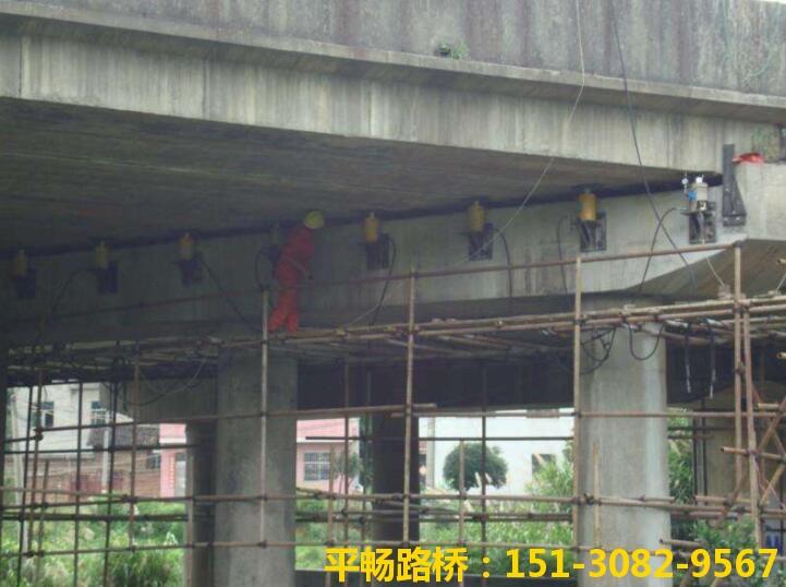 桥梁整体同步顶升工程
