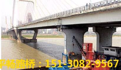 桥梁底部检修